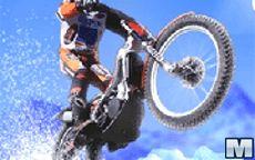 Maniático de las motos sobre hielo